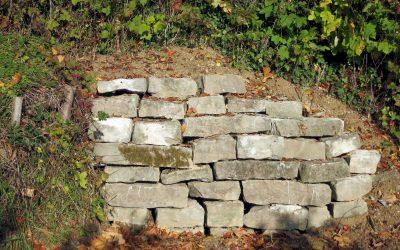 Villasteine für Trockenmauer wiederverwertet